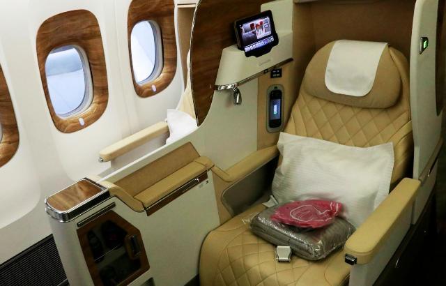 Как получить без доплат в самолете место в бизнес-классе