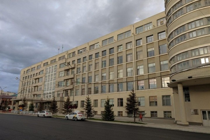 Новосибирским чиновникам протрут окна за 1,3 млн рублей