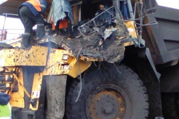 Карьерные самосвалы столкнулись в одном из угольных разрезов Кузбасса