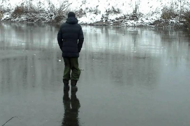 Новосибирское МЧС предупредило рыбаков о тонком льду
