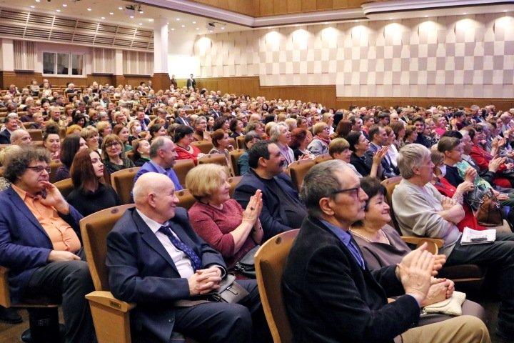 Полпред и губернатор открыли фестиваль с сотнями зрителей в Новосибирске