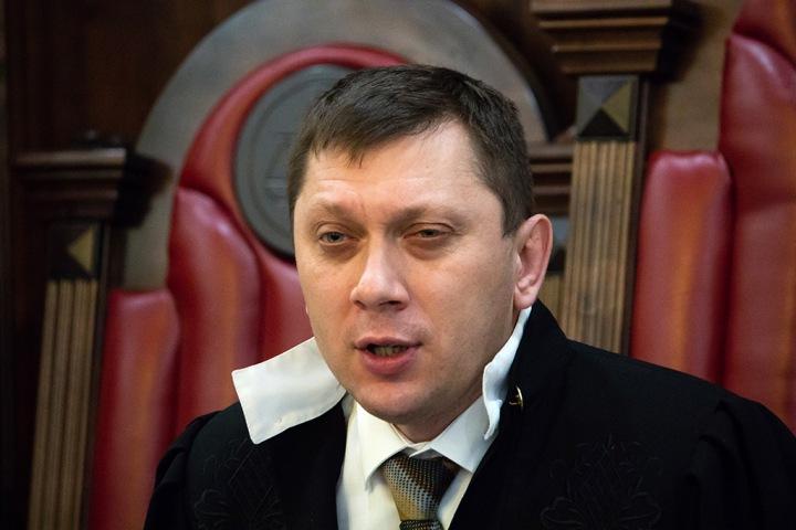 Судья отказался приобщить 100 лопат к делу замов Тулеева