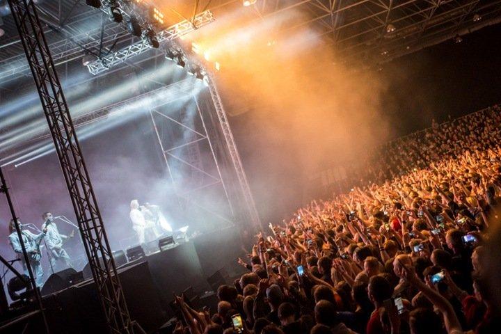 Коронавирус нашли у отыгравшего концерт на тысячи зрителей в Новосибирске солиста Rammstein