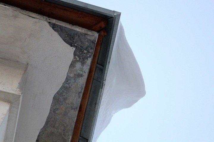 Крыша обрушилась на предприятии в Новосибирске