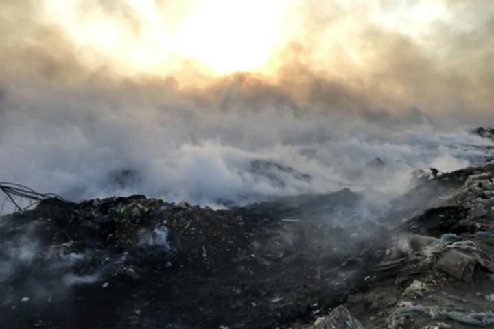 Режим ЧС ввели в Чите из-за горящей свалки