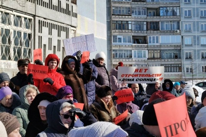 Сотни жителей выступили против точечной застройки в Нижней Ельцовке