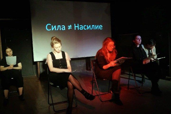 «Меня заберут из семьи? Детдома еще хуже»: рассказ избитой отцом девочки в Новосибирске прозвучал со сцены