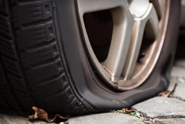 Грыжи, проколы, порезы: какие повреждения шин можно ремонтировать, а какие – нет