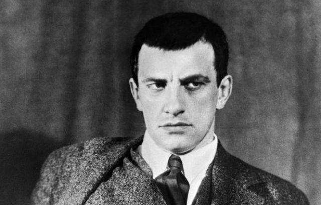Маяковский и карантин: как два месяца поэт провел в самоизоляции