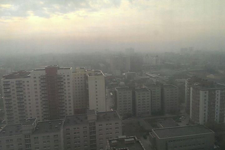Окруженный пожарами Новосибирск накрыл запах гари