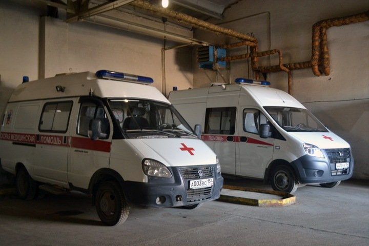 Вспышку коронавируса подозревают на станции скорой помощи Новосибирска. Медики рассказали о стирке масок