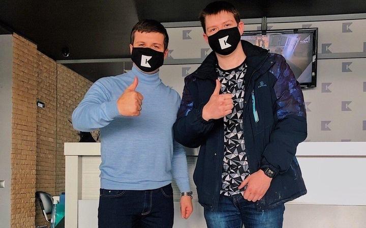 Курьерам по доставке еду в Кузбассе стали дарить маски