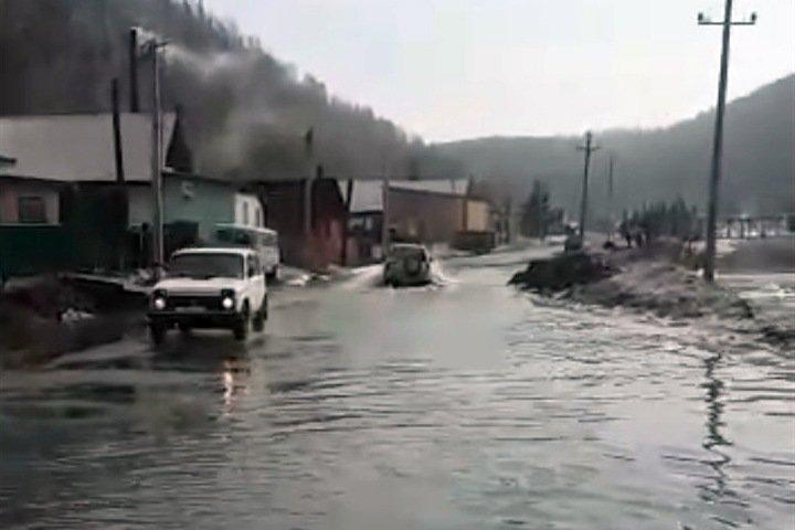 Вышедшая из берегов река подтопила город в Кузбассе