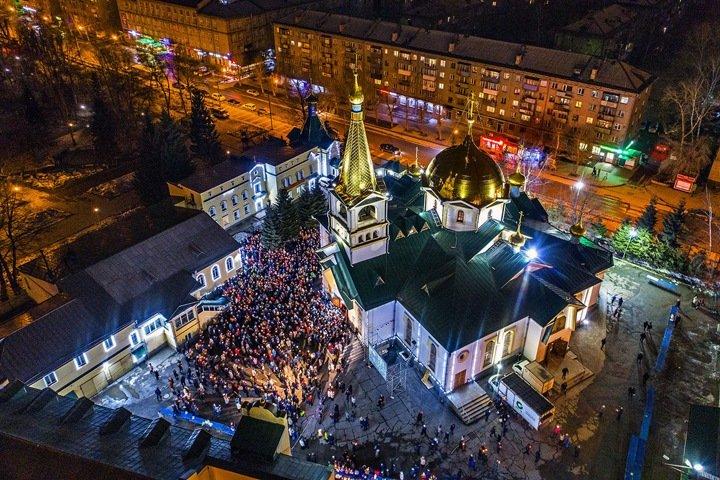 Новосибирский губернатор разрешил жителям прийти в храмы на праздники