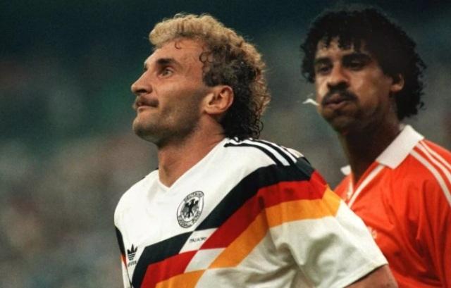 ФИФА готова наказывать плюющихся футболистов
