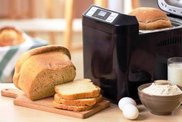 Карантин запугал потребителей: продажи хлебопечек и яйцеварок выросли на 300%