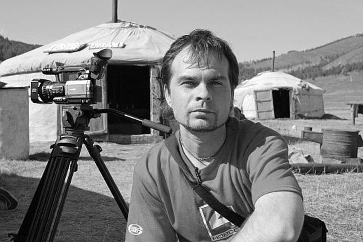 Сбивший популярного новосибирского телеведущего водитель признал свою вину
