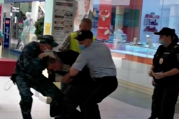 Томский СК проверит полицейских, скрутивших человека без маски