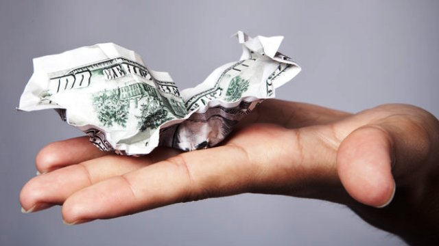 Можно ли обменять доллары с пятнами и старого образца
