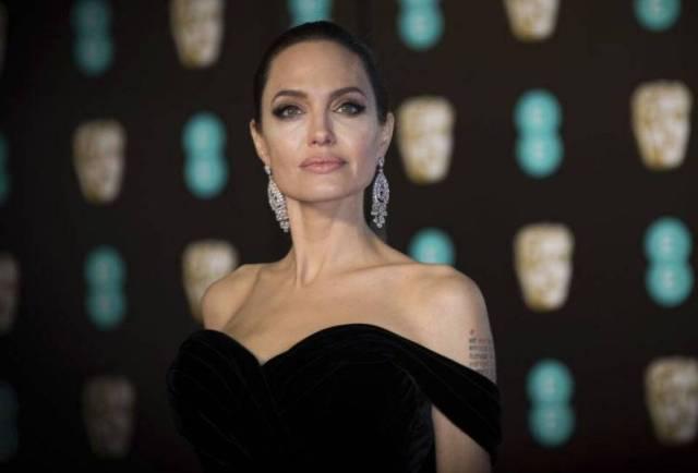 Хорошая плохая девочка: Анджелине Джоли — 45