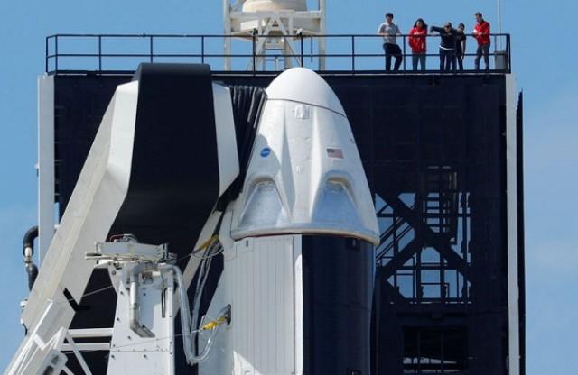 Туалет за шторкой: что не нравится Роскосмосу в корабле Маска