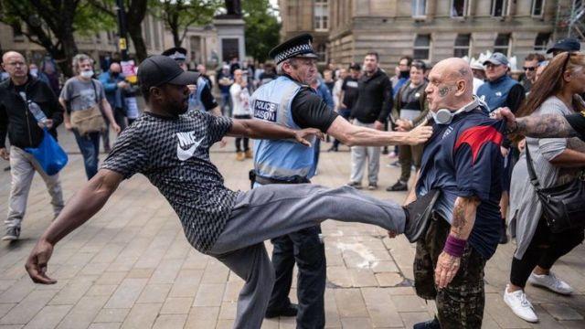 Черный майдан продолжается. В Лондоне столкновения BLM и националистов, в США снова убили темнокожего