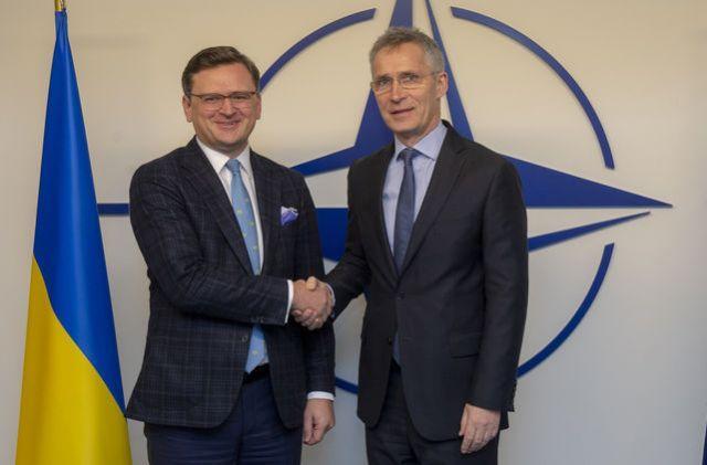 Партнер, но не член. Что означает новый статус Украины в НАТО и почему его дали в День России