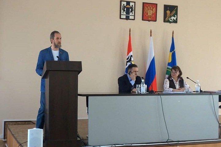 Уволена рассказавшая о командировках главы за бюджетный счет руководитель ревизионной комиссии Колыванского района