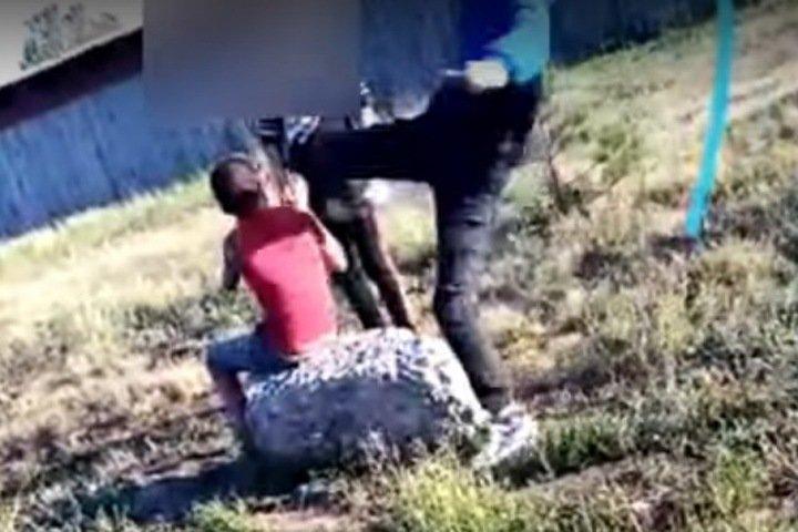 Подростки жестоко избили 13-летнего мальчика на Алтае