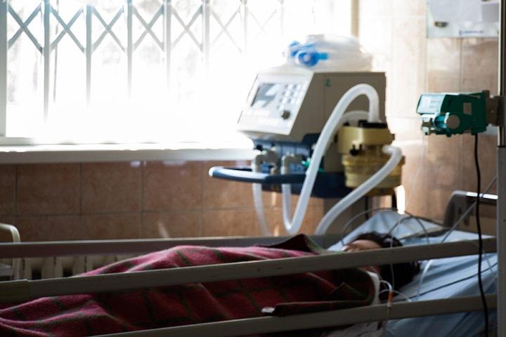 Одиннадцатый пациент с коронавирусом умер в Бурятии. Общее число случаев COVID-19 в регионе превысило 1700