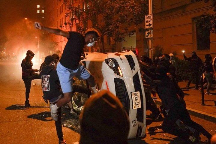 «В полиции много белых националистов»: живущая в США сибирячка рассказала о погромах в стране