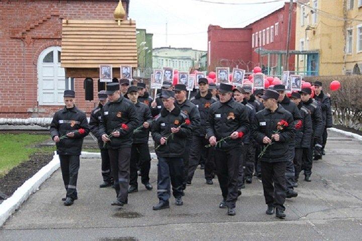 Кузбасских заключенных оштрафовали за татуировки со свастикой