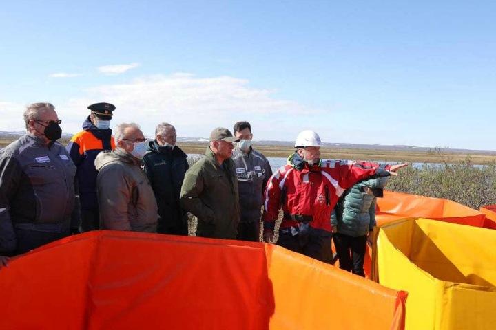 Власти признали, что нефтепродукты с ТЭЦ в Норильске попали в озеро Пясино