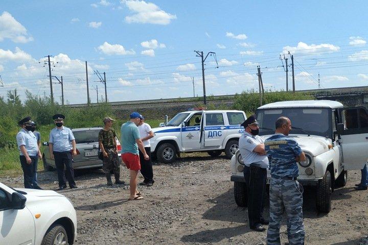 Жители Кузбасса перекрыли дороги угольщикам