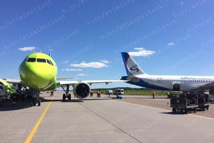 Самолет S7 столкнулся с другим бортом в аэропорту Санкт-Петербурга