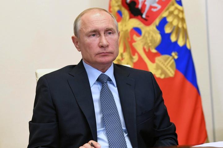Путин не исключил, что попытается сохранить кресло президента через поправки в Конституцию