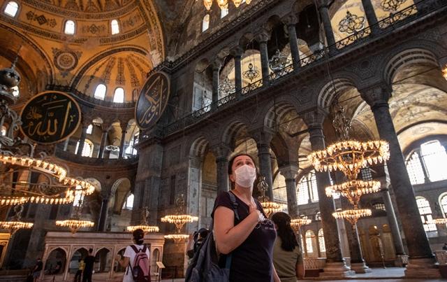 Стыд и храм: почему в Европе горят, рушатся и за бесценок продаются церкви