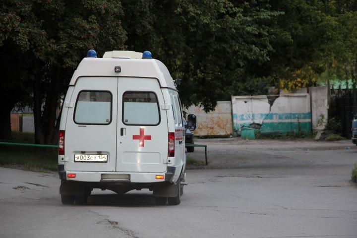 Девушка-подросток выпала из окна в Новосибирске