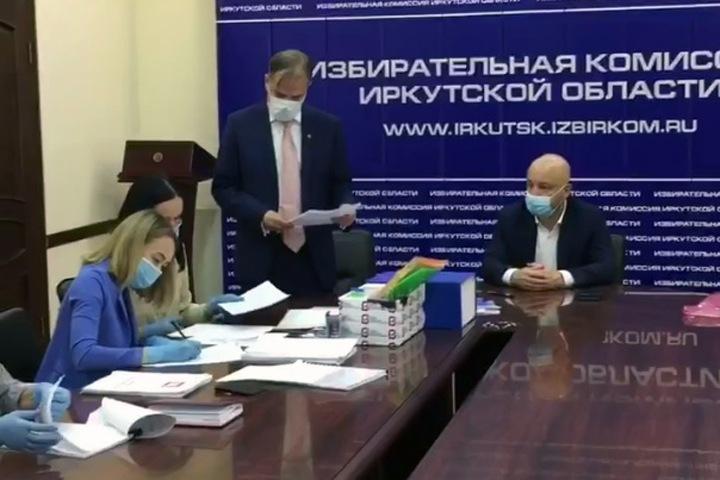 Коммунист Щапов сдал подписи на выборах иркутского губернатора