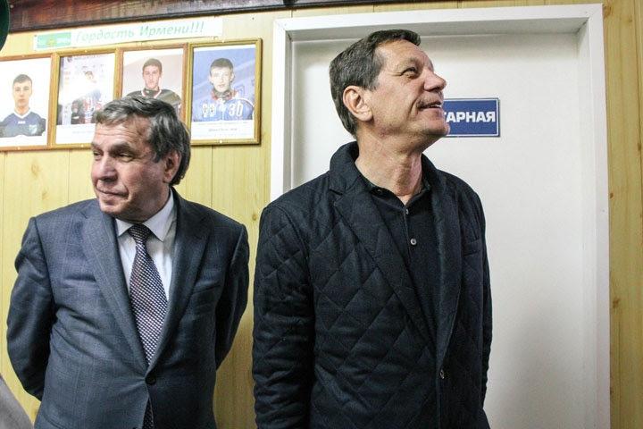 Новосибирского депутата Госдумы и красноярского губернатора проверят на иностранную недвижимость