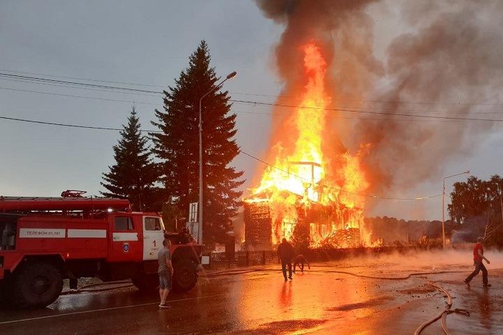 Деревянный храм XIX века сгорел под Томском