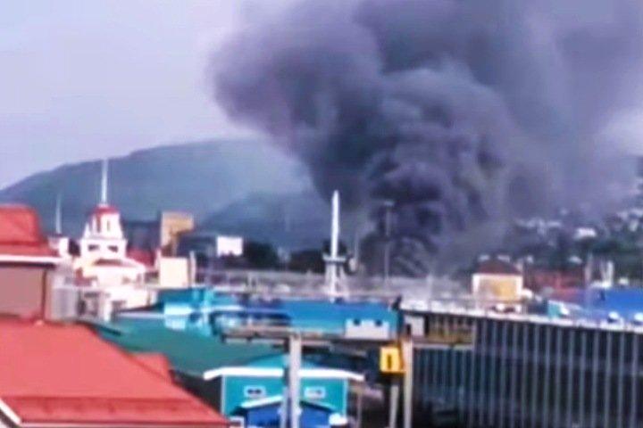Крупный пожар произошел на складе в Новокузнецке