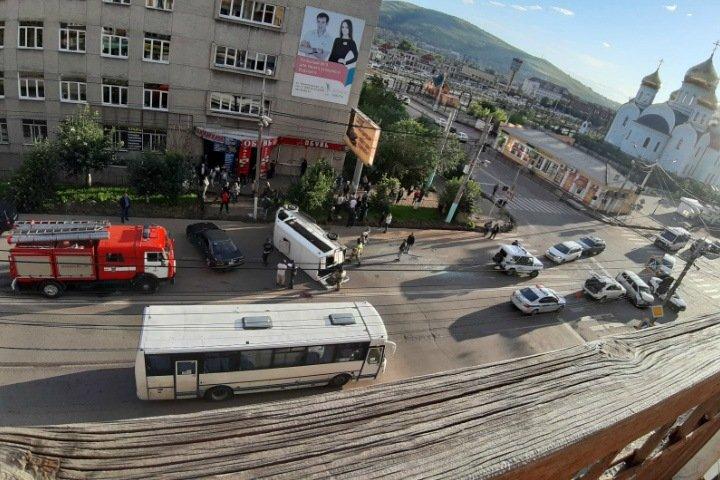 Маршрутка опрокинулась в Чите:  11 человек пострадали