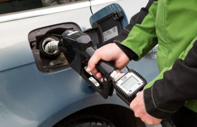 Тише едешь, дальше будешь: сколько сэкономишь топлива, если ехать строго по правилам