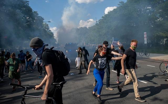 Трамп и Горбачев: кто быстрее разрушил систему