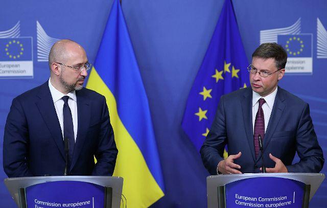 Европа дает Украине миллиарды под смешные проценты: откуда такая щедрость