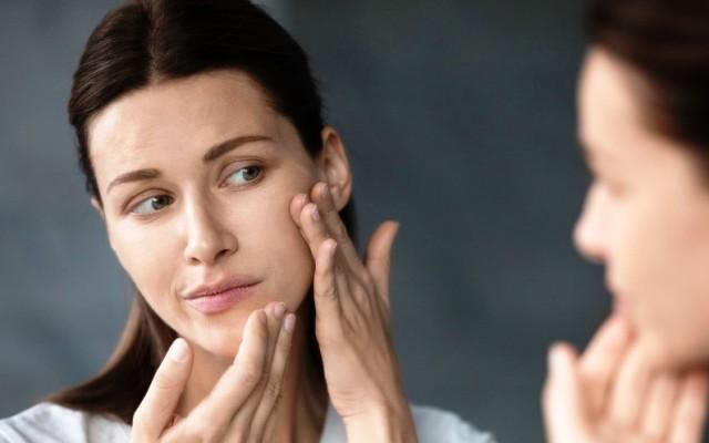 Водный дисбаланс: как отличить обезвоженную кожу от сухой?