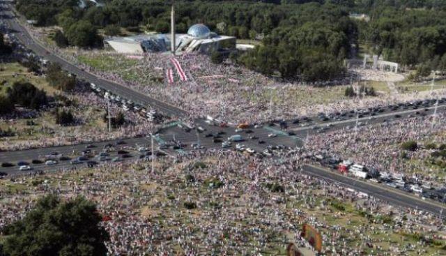 Митинг в Минске собрал более 100 тыс. человек