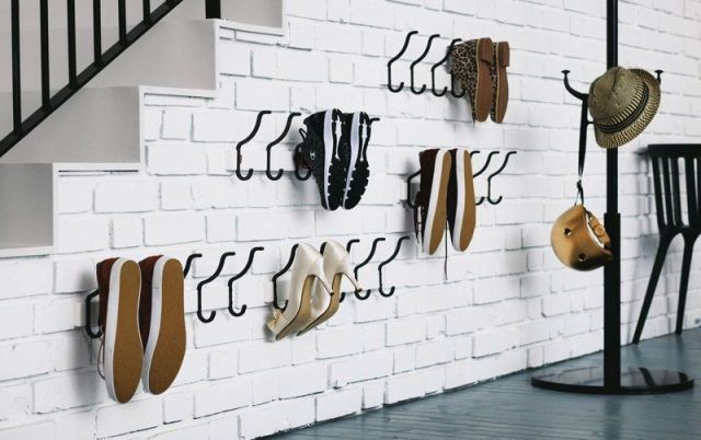 Порядок в прихожей: 9 идей, где и как хранить обувь
