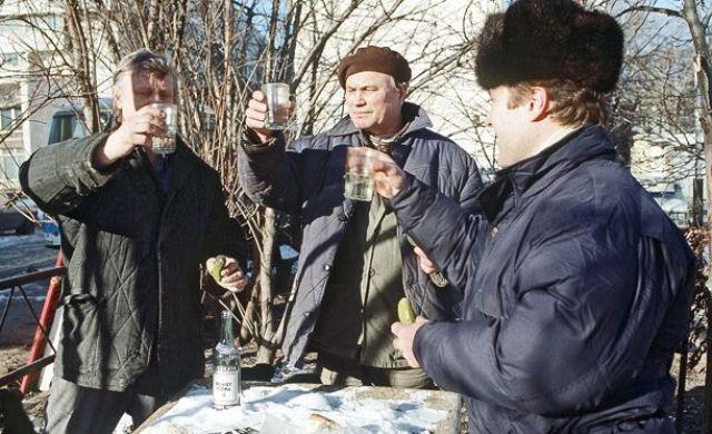 Третьим будешь: Помогало ли подорожание водки в борьбе с пьянством